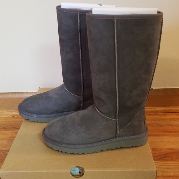 25397a15890 UGG Classic Tall II - Grey - Size 7 NWT